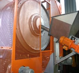 De-watering screw feeder